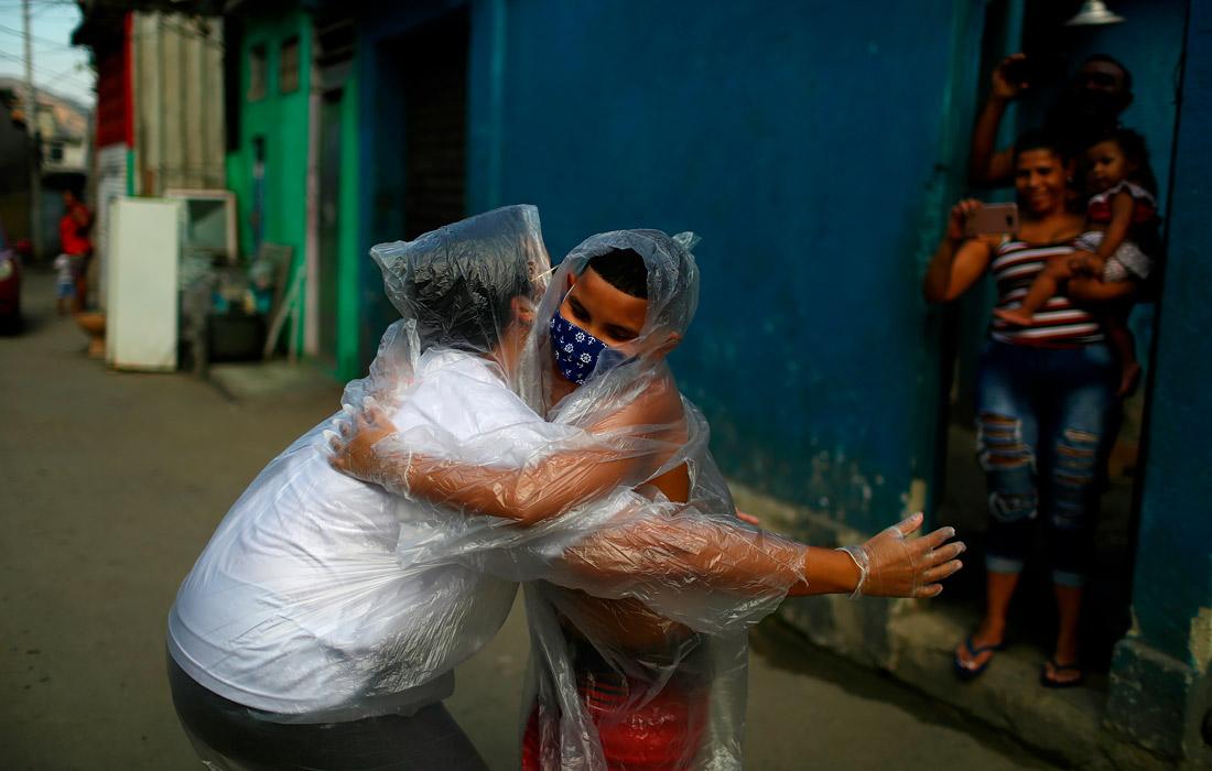 26 июля. В Бразилии за сутки коронавирусом заразились 67 860 человек. Этот показатель стал рекордным с начала эпидемии в стране.
