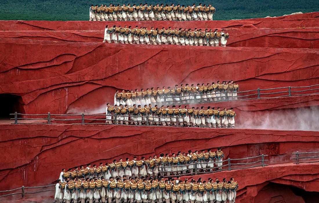 Культурное шоу этнических меньшинств Китая в провинции Юньнань