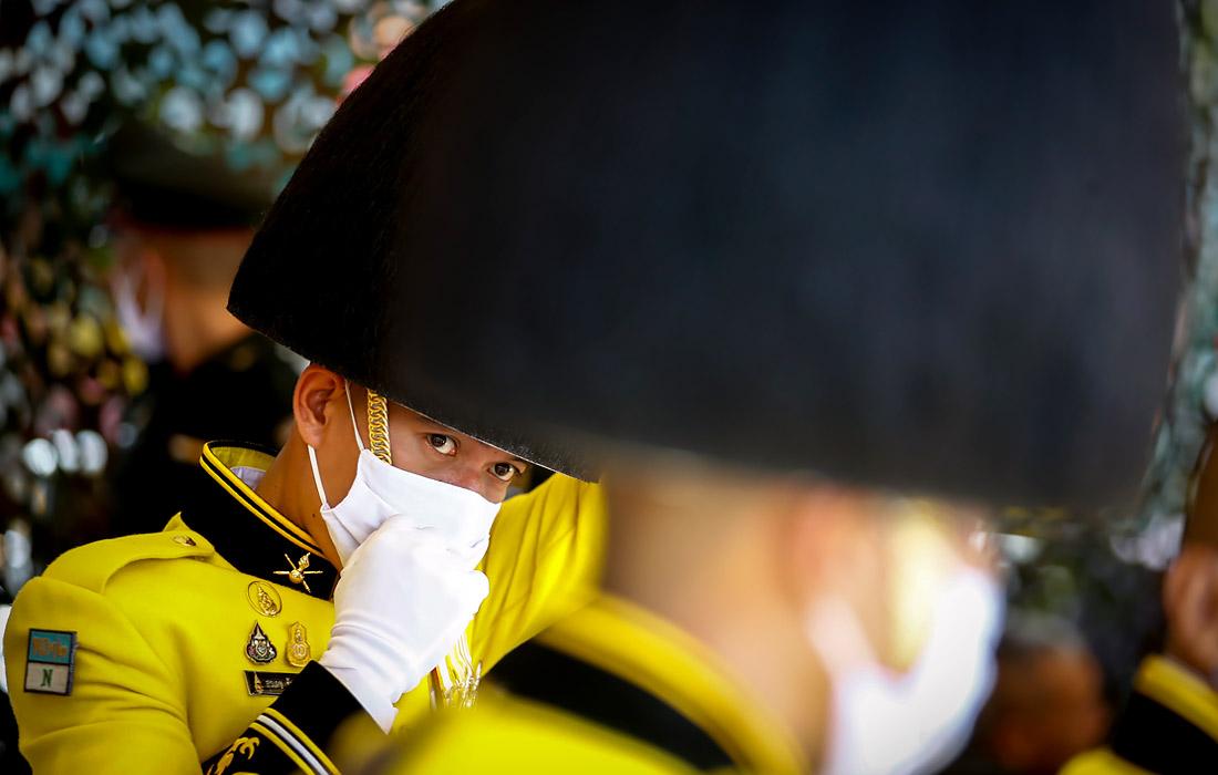 В Таиланде с соблюдением правил безопасности отмечают день рождения короля Рамы X