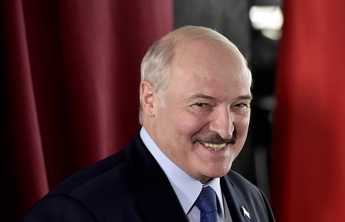 Лукашенко предложил протестующим найти работу