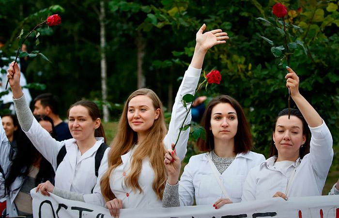 В Минске более 130 медиков вышли на акцию протеста против насилия