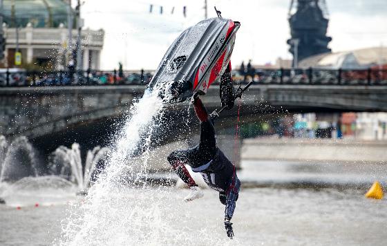 Фестиваль водно-моторного спорта в центре Москвы