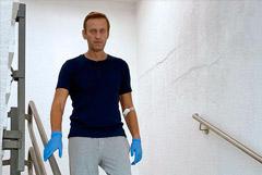 Омский Минздрав сообщил, что одежда Навального оказалась у следствия