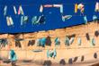 7 октября. В Израиле отложили решение по смягчению общенационального карантина, введенного из-за распространения COVID-19. На фото: маски для лица развешаны на лодке в порту Яффа.