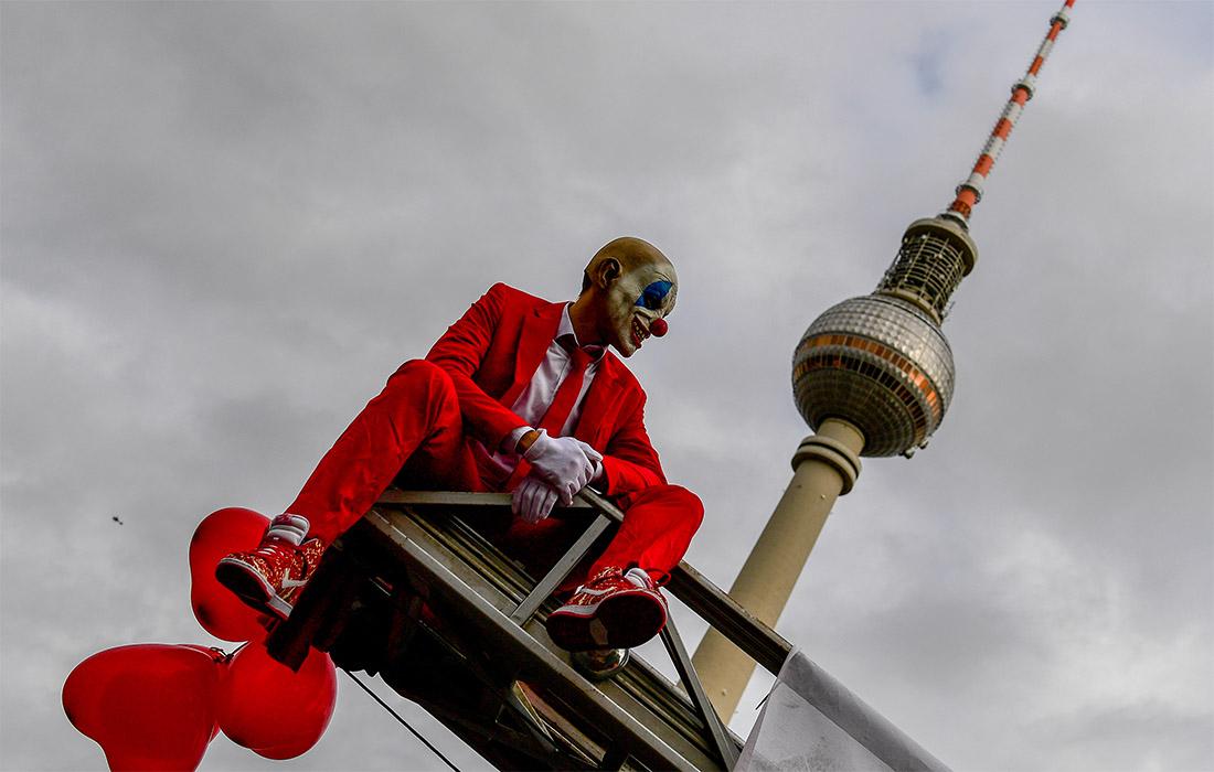 В Берлине работники сферы организации мероприятий вышли на митинг с требованием оказать господдержку отрасли на фоне пандемического кризиса