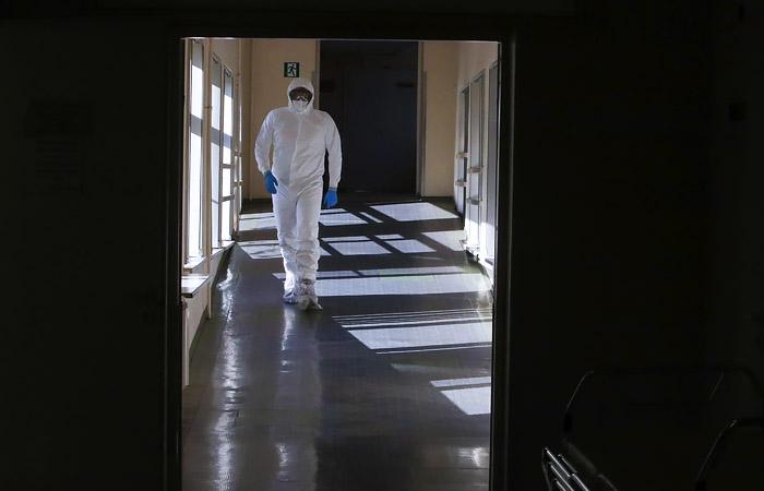 Депздрав опроверг сообщения о принуждении к вакцинации врачей поликлиники в Москве