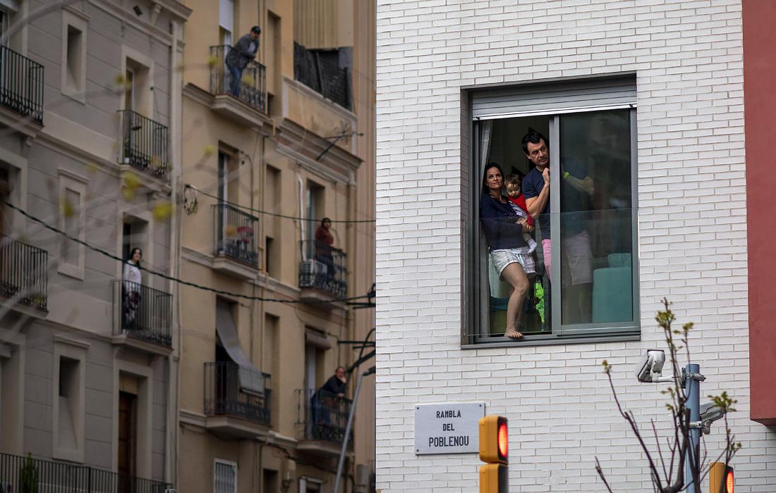 28 марта. Правительство Испании ввело 15-дневный общенациональный карантин. Людям разрешено выходить из дома только в случае необходимости - за продуктами, на работу, а также в чрезвычайных ситуациях.