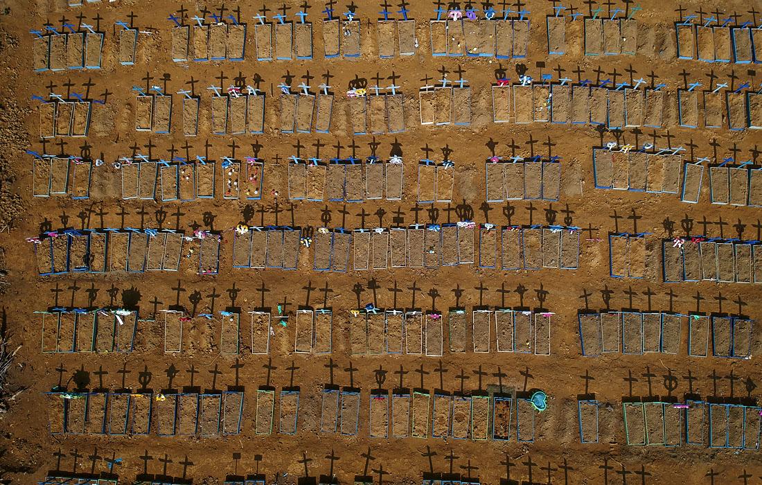 15 июня. Кладбище для жертв коронавируса в Манаусе, Бразилия.