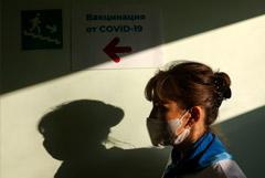 Привившимся от коронавируса москвичам разблокируют соцкарты