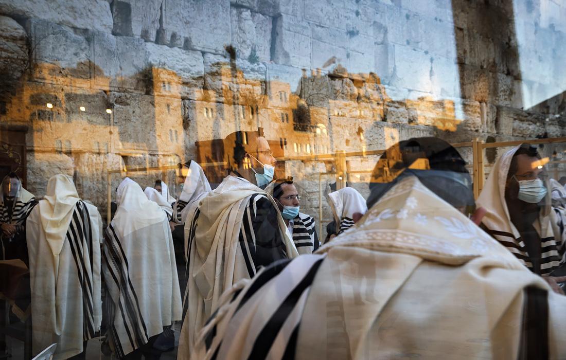 В Израиле ввели полный общенациональный карантин из-за всплеска случаев госпитализации в связи с распространяющимся в стране новым штаммом коронавируса