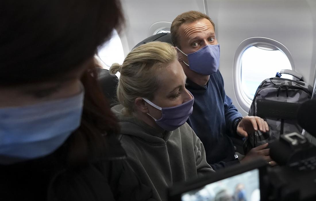 Алексей и Юлия Навальные на борту