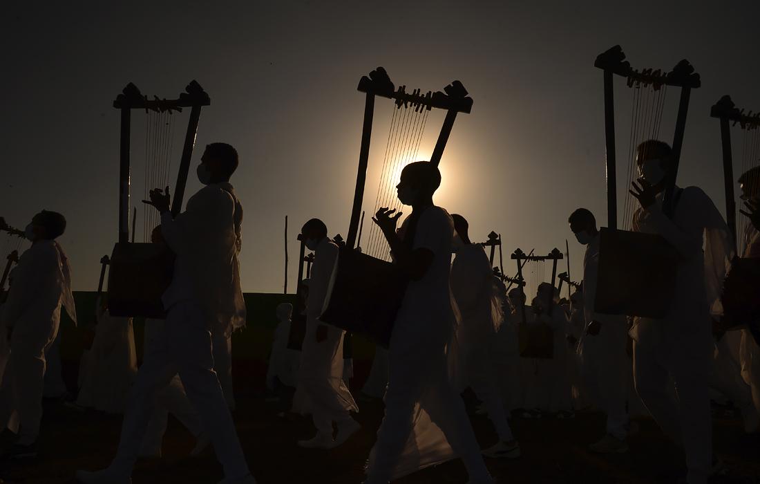 В Эфиопии православные христиане отмечают крещение Иисуса Христа на реке Иордан. Трехдневный праздник Тимкат с пением, танцами и шествием - один из самых важных праздников эфиопского календаря, отмечаемый по всей стране.