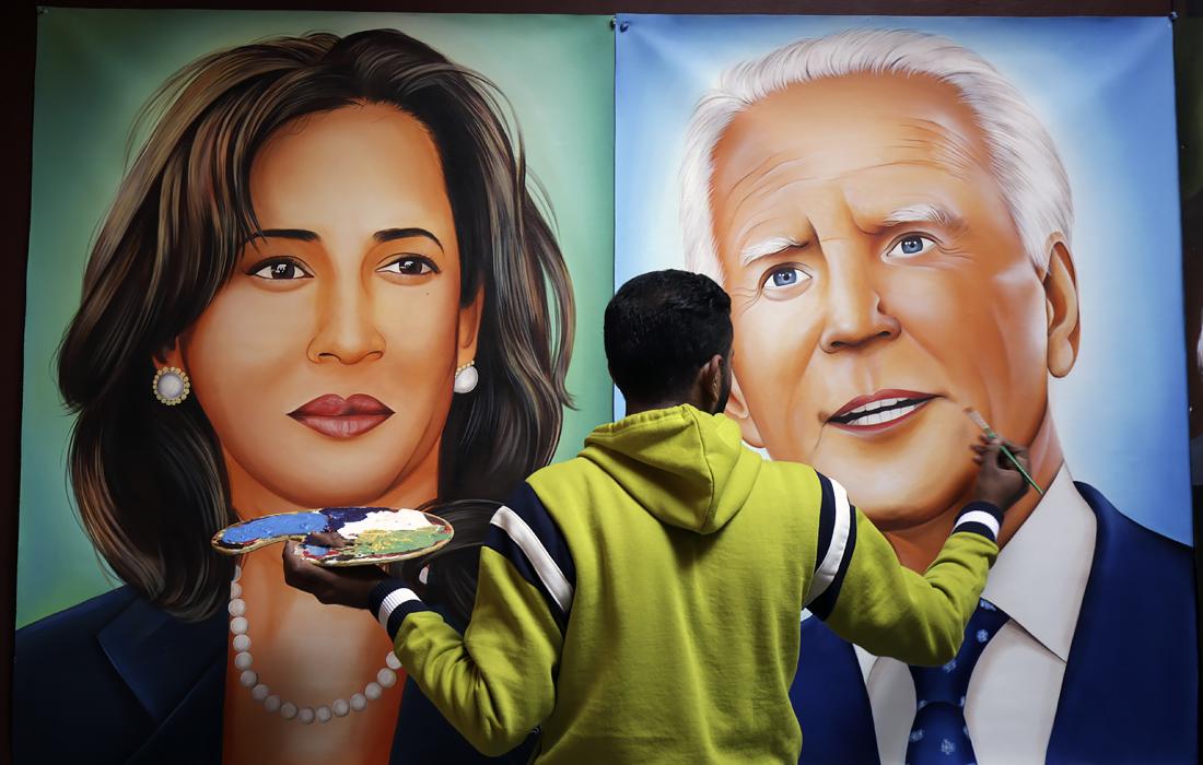 Индийский художник Джагджит Сингх Рубал написал портреты избранных президента США Джо Байдена и вице-президента Камалы Харрис в Амритсаре