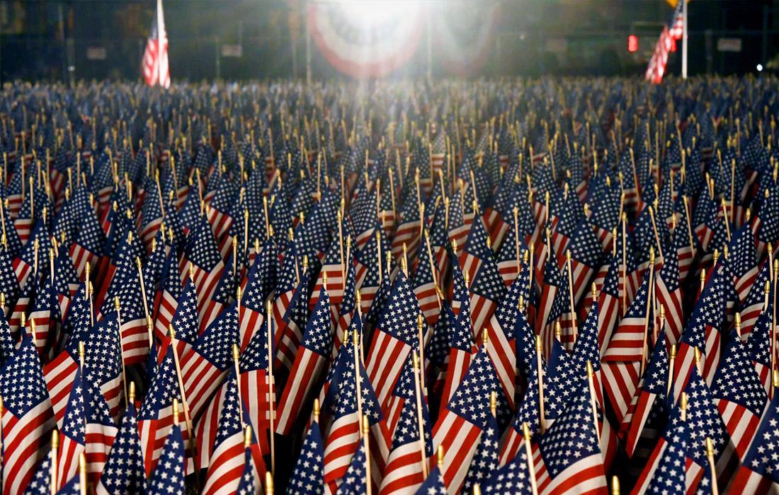 На Национальной аллее Вашингтона, где традиционно собираются граждане в день инаугурации нового президента США, установили около 200 тысяч флагов