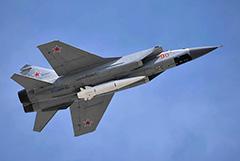 Два дальних перехватчика МиГ-31 совершили полет над Северным полюсом