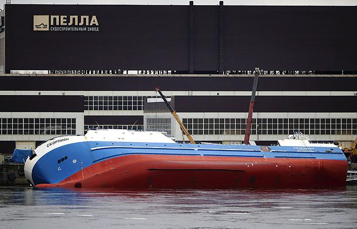 Водолазы нашли тело рабочего, пропавшего при ЧП с судном в Ленобласти