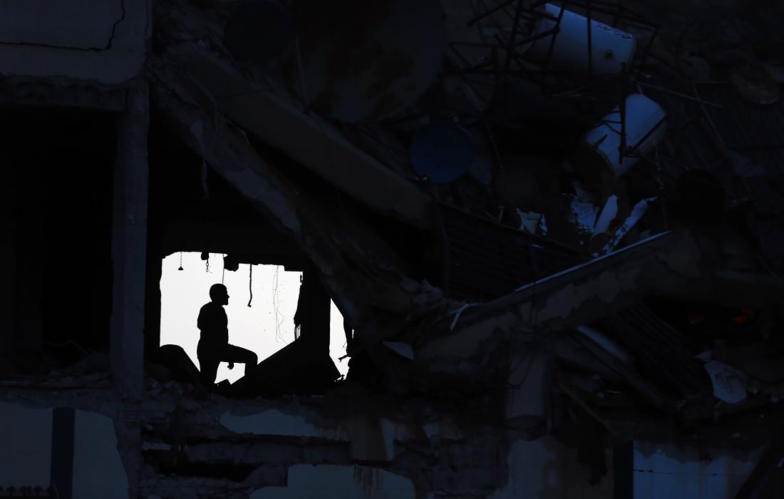 Ракеты были выпущены по квартире командующего батальоном ХАМАС в многоэтажном доме, по штаб-квартире военной разведки и военным комплексам ХАМАС, местам производства боеприпасов, а также по двум тоннелям, которые использовали боевики