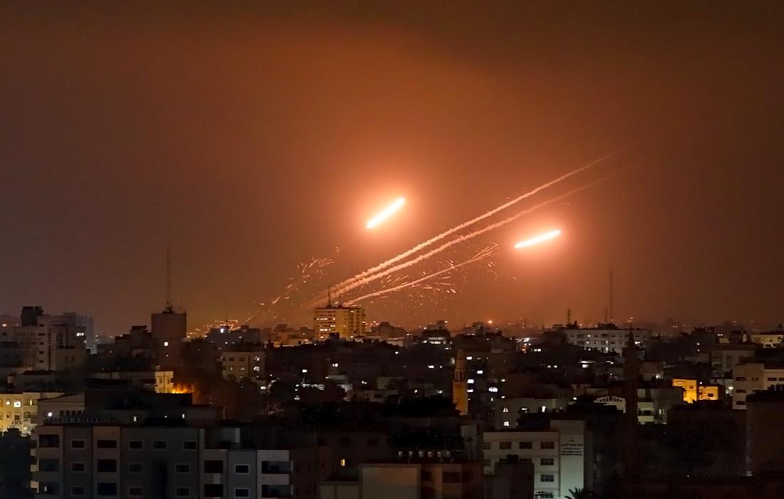 Вечером в понедельник истек срок ультиматума ХАМАС, потребовавшего от властей Израиля очистить от сил безопасности Храмовую гору и квартал Шейх Джаррах в Иерусалиме, а также освободить всех палестинцев, задержанных в ходе беспорядков в городе