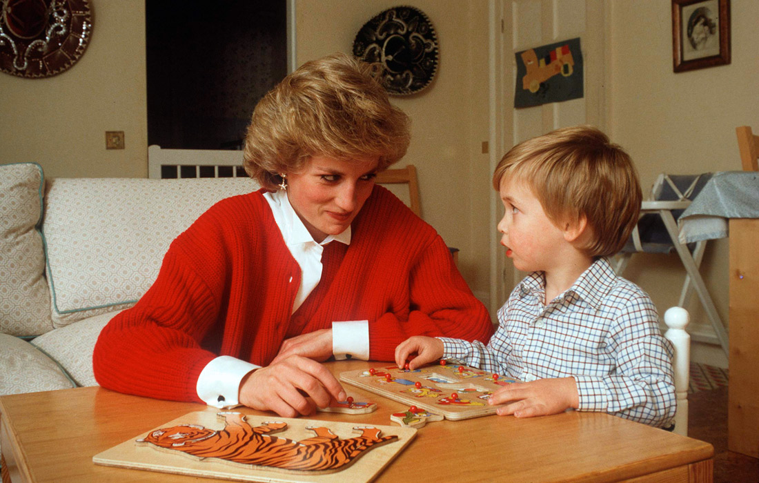 Принцесса Диана с сыном принцем Уильямом в Кенсингтонском дворце. Октябрь 1985 года.