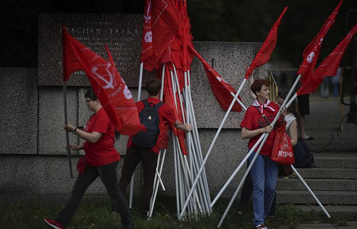 Коммунисты перенесли на среду подачу исков к результатам ДЭГ в Москве