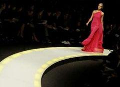 Мода в Милане: агрессивная сексуальность уступает место романтике