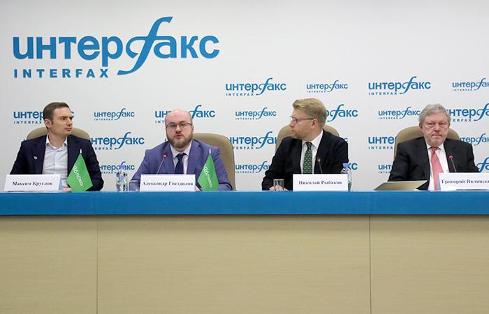 """""""Яблоко"""" обещает, что его депутаты в Госдуме откажутся от привилегий и около 75% зарплаты будут отправлять на благотворительность"""