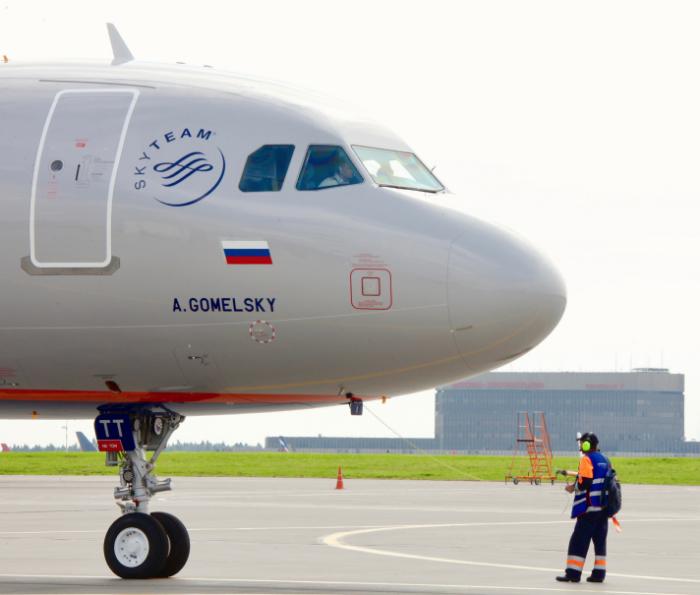 """Акции """"Аэрофлота"""" утром вышли в лидеры роста и поднялись к уровням начала августа"""
