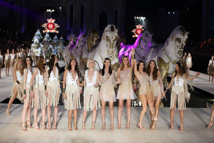 Ангелы Victoria's Secret выступили на Dosso Dossi Fashion Show в Турции
