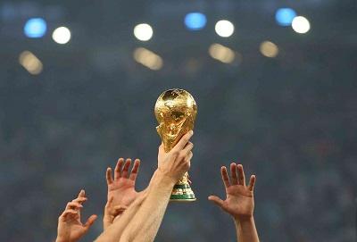 Кубок Чемпионата Мира по футболу (FIFA World Cup) - 2018 прибывает в Россию