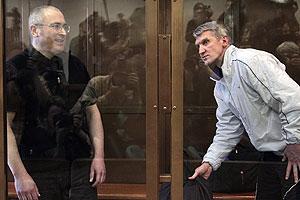 "Ходорковскому и Лебедеву ""подарили"" год"