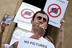 Грузинский фотограф пошел на сделку