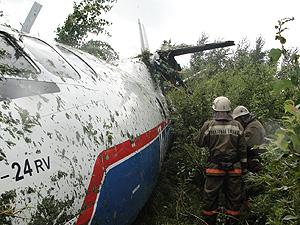 Ан-24 потерял шасси и левое крыло