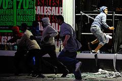Беспорядки в Лондоне: Facebook, Twitter и BBM
