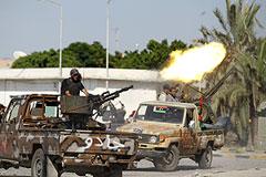 Флаг повстанцев над резиденцией Каддафи
