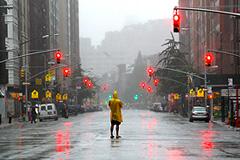 С Манхэттена эвакуируют людей