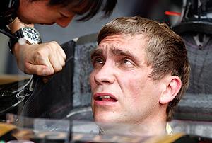 Гран-при Италии выиграл Феттель, российский гонщик Петров на первом повороте...
