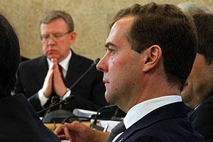Медведев принял отставку Кудрина