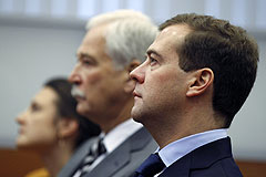 Медведев получил удостоверение