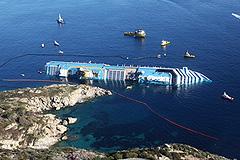Costa Concordia дала течь