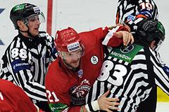 Хоккей: за драку не наказан