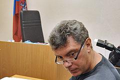 Блогер подал в суд на Немцова