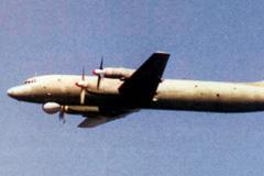 Ил-38 над японским эсминцем