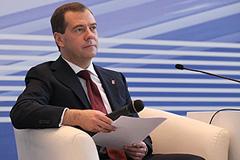 """Медведев: """"Жизнь продолжается"""""""