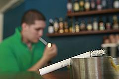 Торговля табаком: сигареты в шкафу