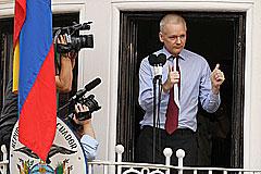 Ассанж обживается с дипломатами