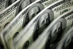 Население скупает доллары, как в кризис