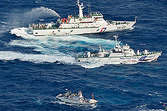 Япония защищает Сенкаку водяными пушками