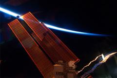 Космический мусор минует МКС