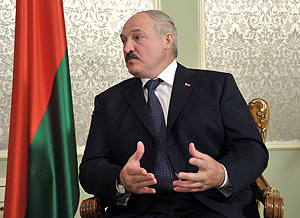 Лукашенко осудил западную демократию