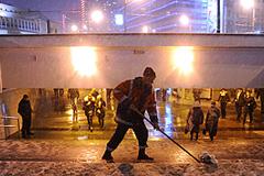 Снег отрезал Москву от мира
